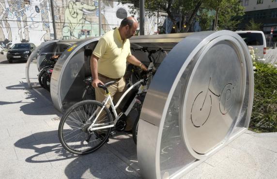 Aparcar tu bicicleta en un aparca-bici cerrado