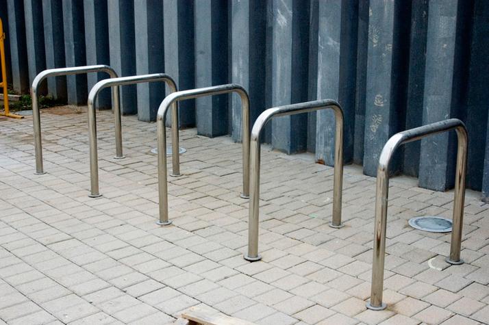 Aparcar tu bicicleta en un aparca-bici u invertida