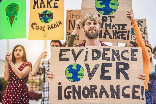 personas reunidas contra el cambio climático