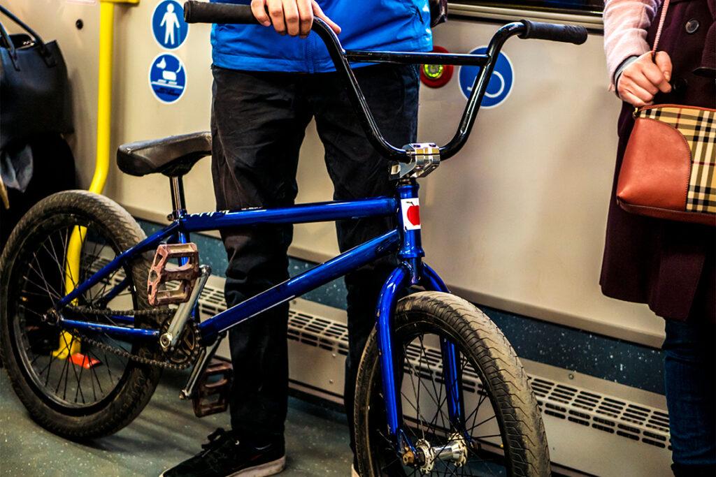 Bici y transporte público, una intermodalidad clave para la movilidad ciclista